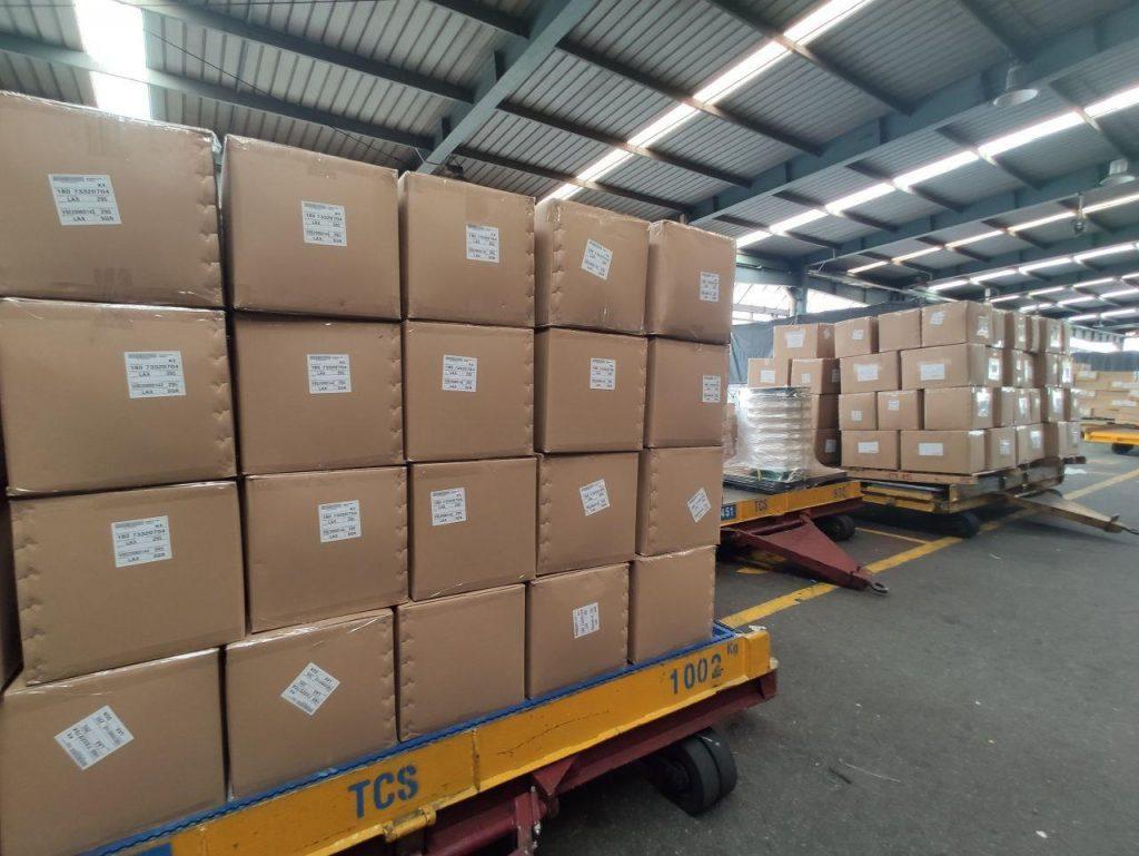 Vận chuyển quần áo từ TP.HCM tại Indochinapost